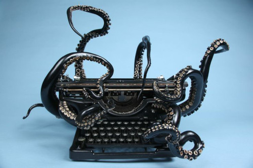 chtulhu typewriter to write ebook fantasy and horror