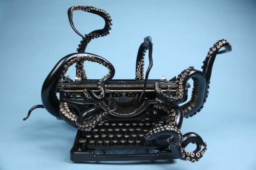 chtulhu typewriter to write ebook fantasy and horror